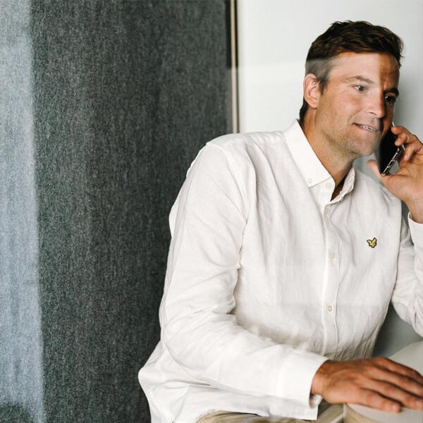 Man i telefon